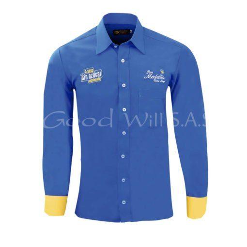 Camisa bordada azul, manga amarilla